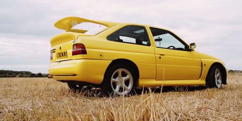 Wheel, Yellow, Vehicle, Automotive tail & brake light, Automotive parking light, Car, Vehicle door, Rim, Fender, Plain,