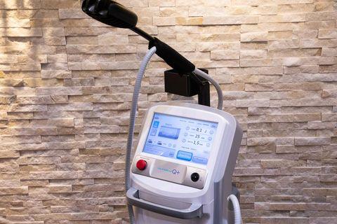 「二重顎やたるみを解消することができるウルトラセルqを使用した『イセアハイフ』が、この夏『東京イセアクリニック 渋谷院』で受けられるようになります。独自の施術方法で小顔効果を発揮し、美しいフェイスラインへと導きます。また、気になるブラファット(ブラジャー着用時のはみ出た脂肪)や二の腕にも施術が可能です。」 ※2020年8月1日(土)より提供開始  ※お問い合わせ先:東京イセアクリニック tel0120 963 866 httpswwwtokyoiseacom