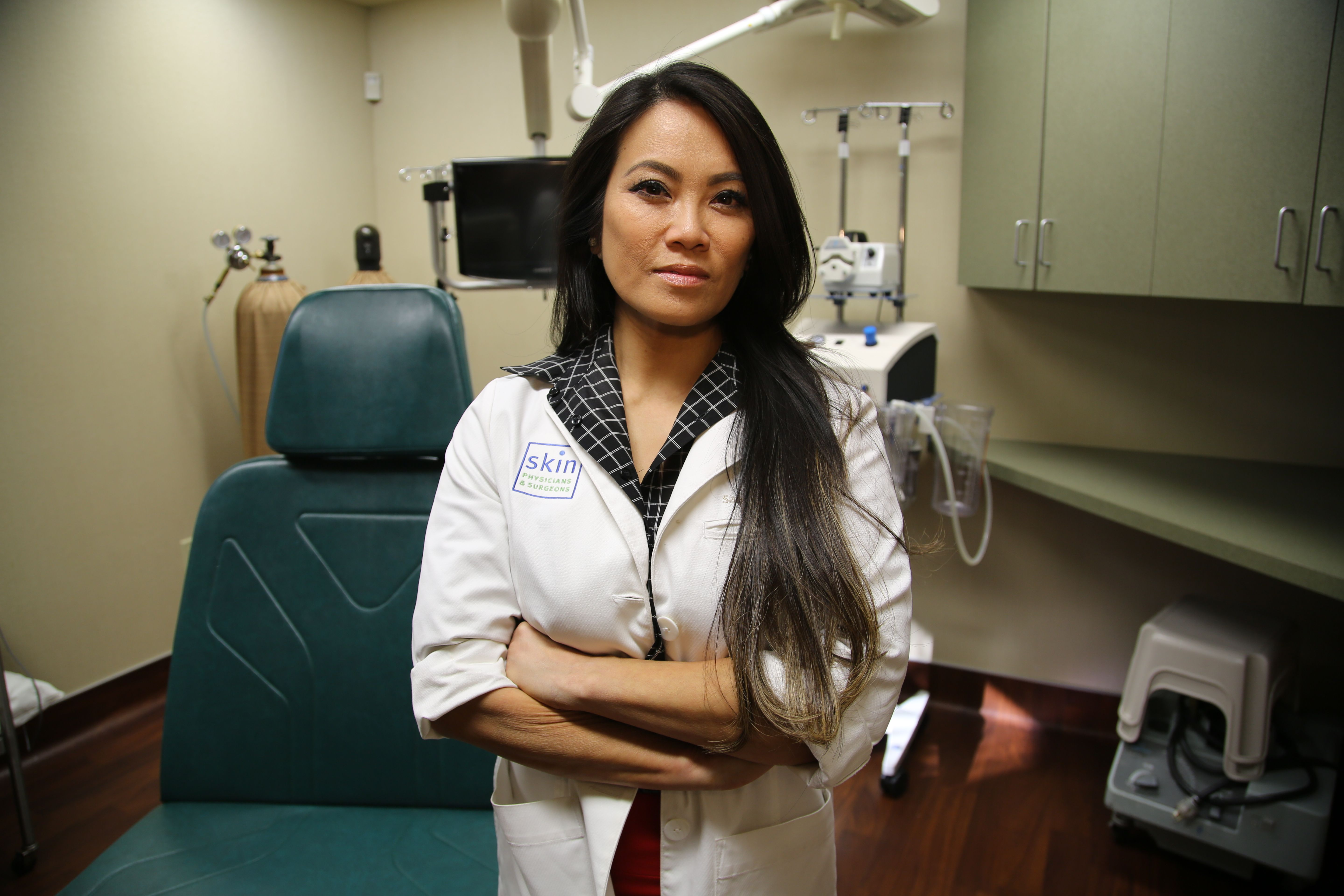 Dr  Pimple Popper Shares Photos From Season 3 Premiere