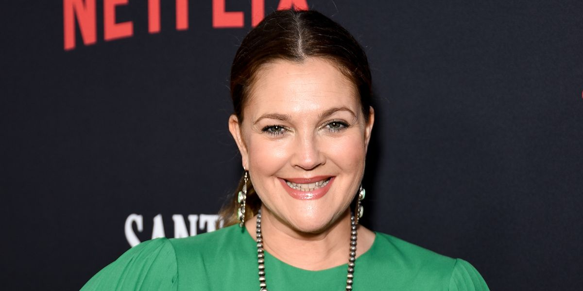 a90256c8b0beb Drew Barrymore Hides TV In Bedroom At Home With Macrame Wall Hanging