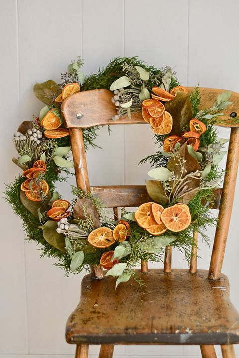 dried orange and greenery, diy christmas wreath ideas