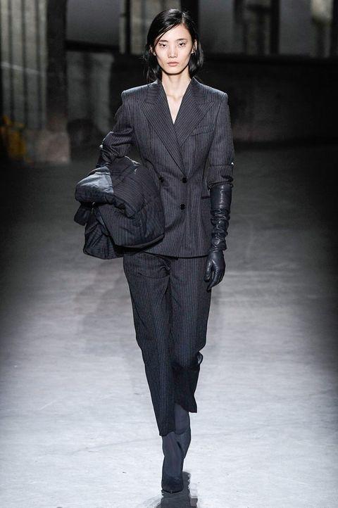 Fashion model, Fashion, Fashion show, Clothing, Runway, Suit, Human, Public event, Outerwear, Pantsuit,
