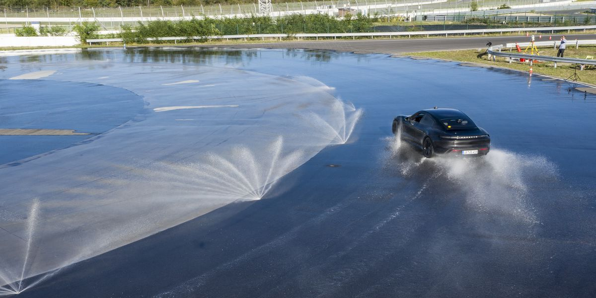 Porsche sets incredible Guinness drifting record