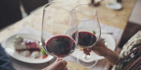 Rode wijn gekoeld