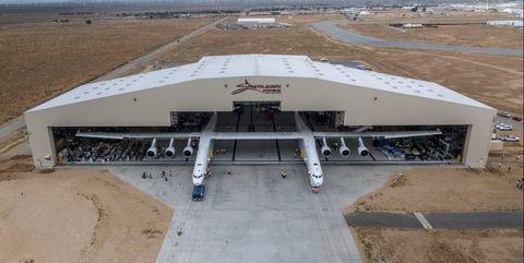 stratolaunch-hangar.jpg