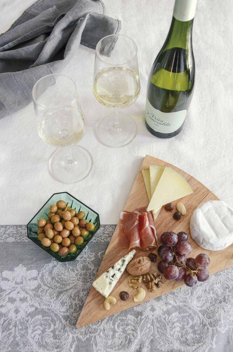 viña esmeralda con aperitivos