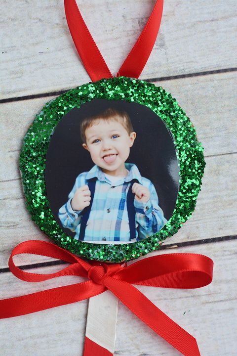 diy holiday crafts   popsicle stick photo ornaments