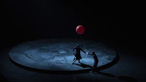 Light, Performance, Darkness, Sky, Performance art, Performing arts, Photography, Acrobatics, Night, Space,