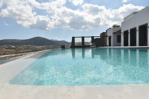 Minimalista ed etnica, la villa perfetta da affittare nelle Isole Cicladi