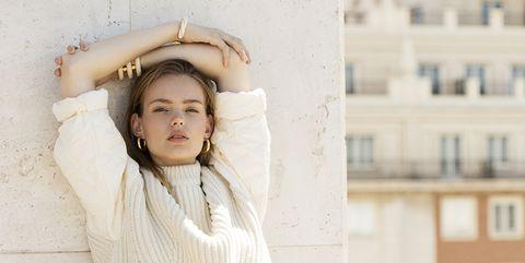White, Photograph, Beauty, Shoulder, Wall, Snapshot, Fashion, Photography, Street fashion, Smile,