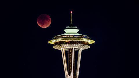 lunar-eclipse-space-needle.jpg