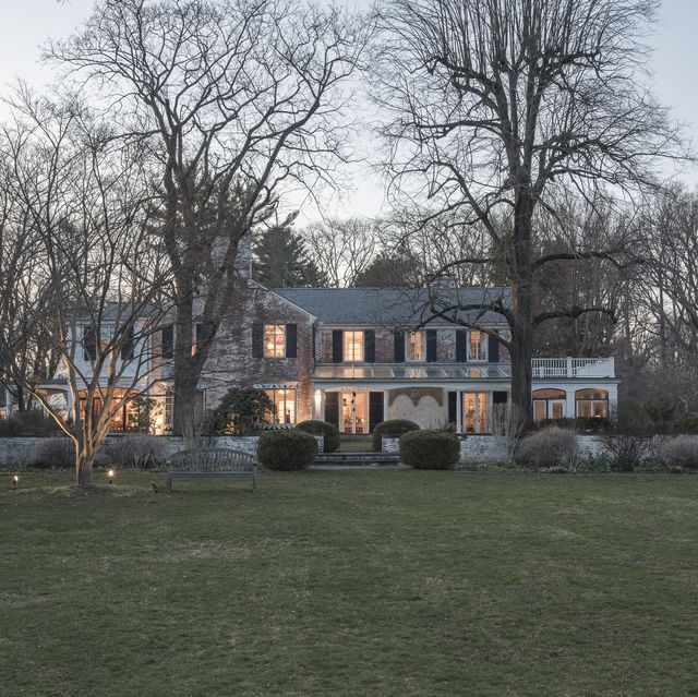 Estate, Home, Property, House, Mansion, Building, Tree, Lawn, Manor house, Architecture,