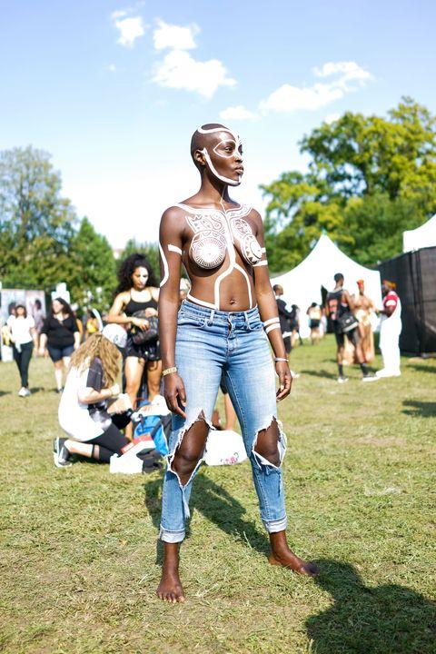 Barechested, Muscle, Summer, Leg, Grass, Tree, Jeans, Chest, Festival, Trunk,