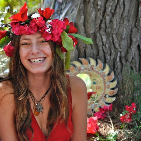 Beauty, Headpiece, Hair accessory, Flower, Fashion accessory, Spring, Botany, Plant, Headgear, Crown,
