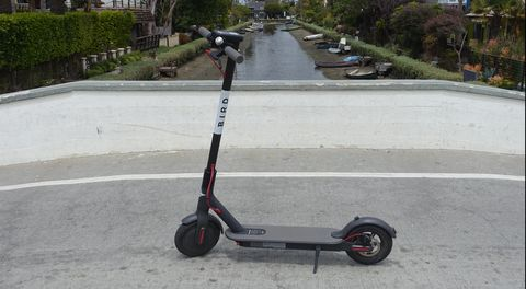 Land vehicle, Vehicle, Mode of transport, Kick scooter, Wheel, Scooter, Motorized scooter, Automotive wheel system, Segway, Electric vehicle,