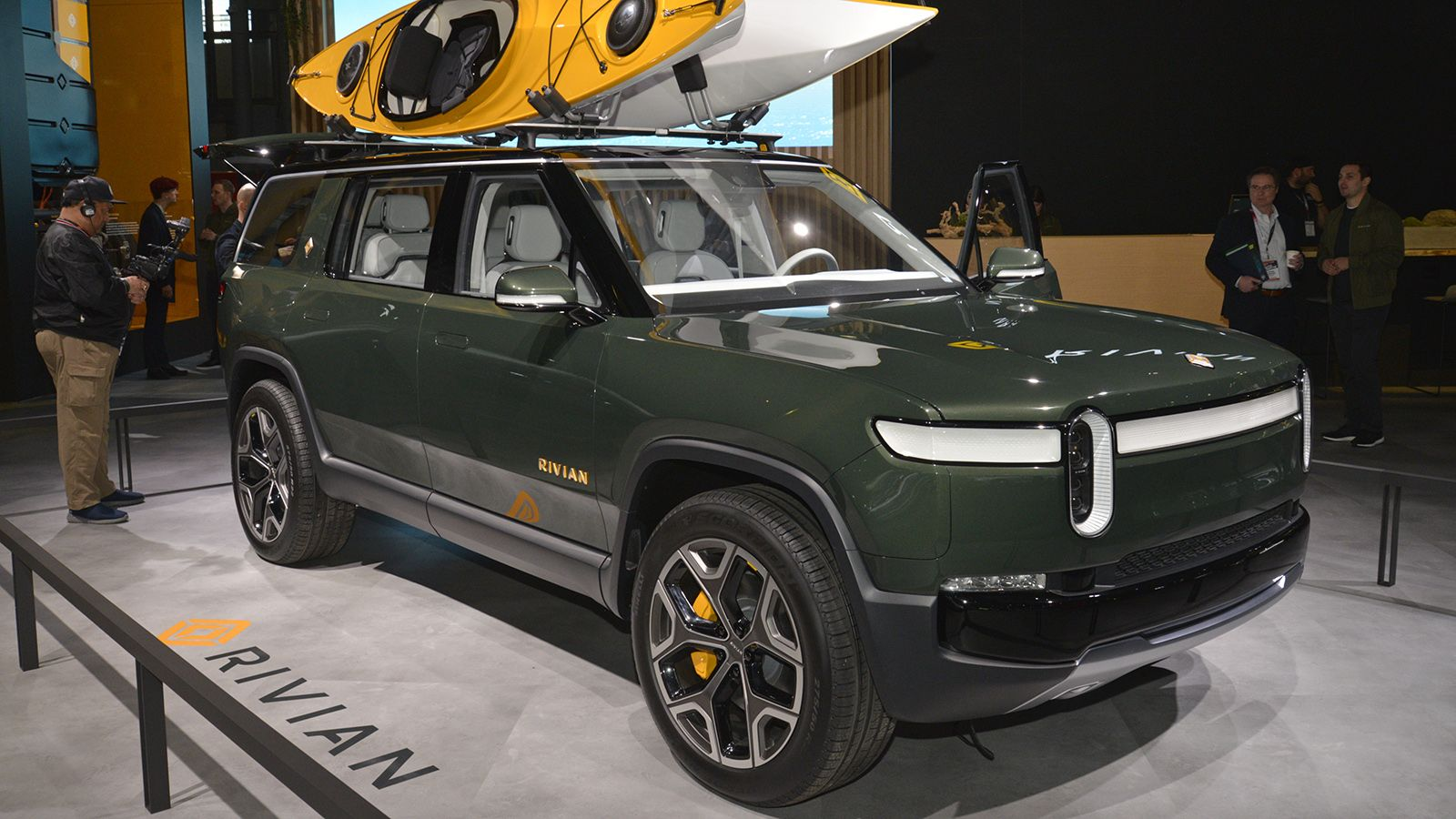 Ford S Lincoln Brand Cancels Electric Suv Planned With Rivian Here Are Some Likely Reasons