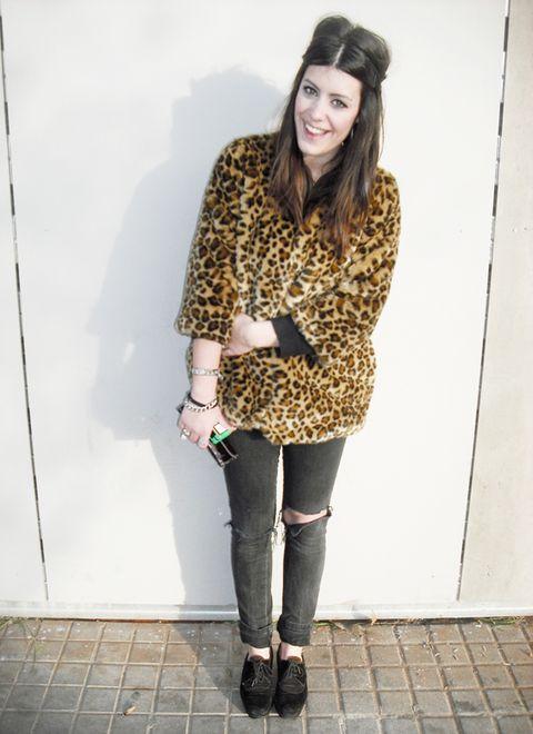 Clothing, Tights, White, Leggings, Street fashion, Fashion, Snapshot, Brown, Footwear, Knee,