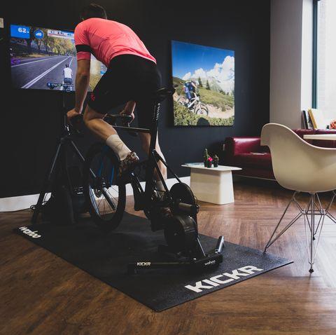 Floor, Laminate flooring, Flooring, Product, Chair, Furniture, Office chair, Wood flooring, Desk, Hardwood,