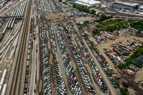 An Inside Look at Chicago's Seedy Car-Impound Netherworld