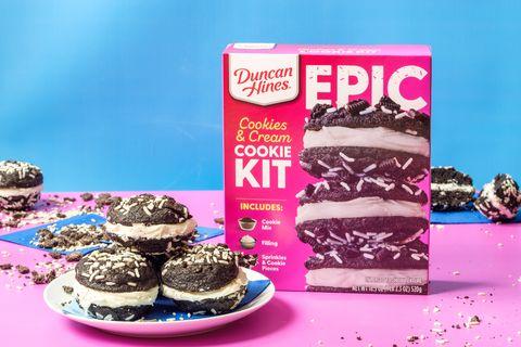 duncan hines epic cookies  cream cookie baking kit