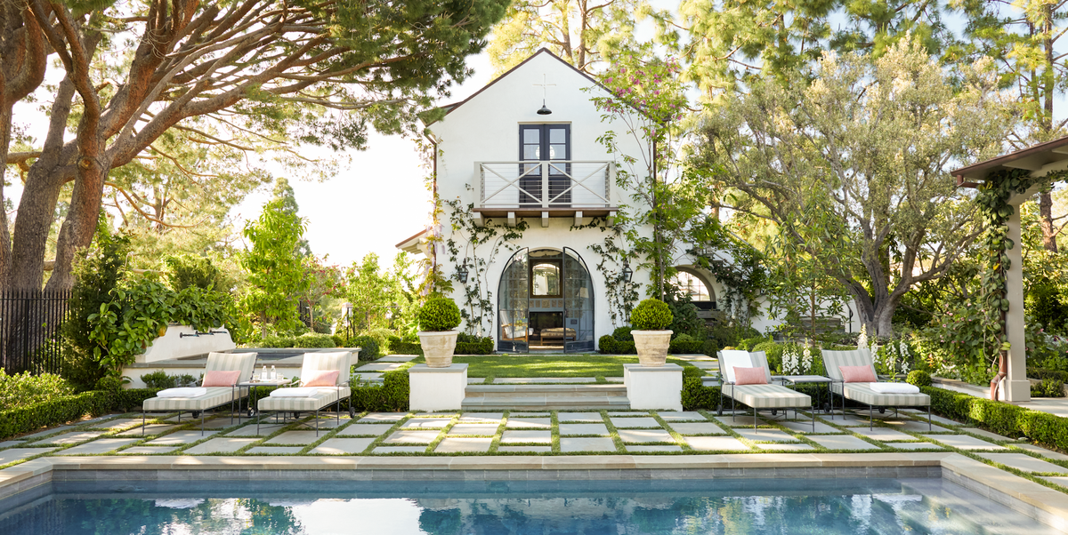21 Gorgeous Pool Houses That Will Make You Long For A Vacation