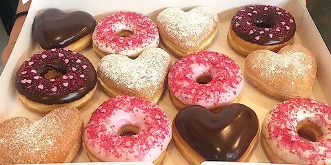 Food, Cuisine, Doughnut, Baked goods, Dish, Ciambella, Cider doughnut, Pączki, Pastry, Dessert,