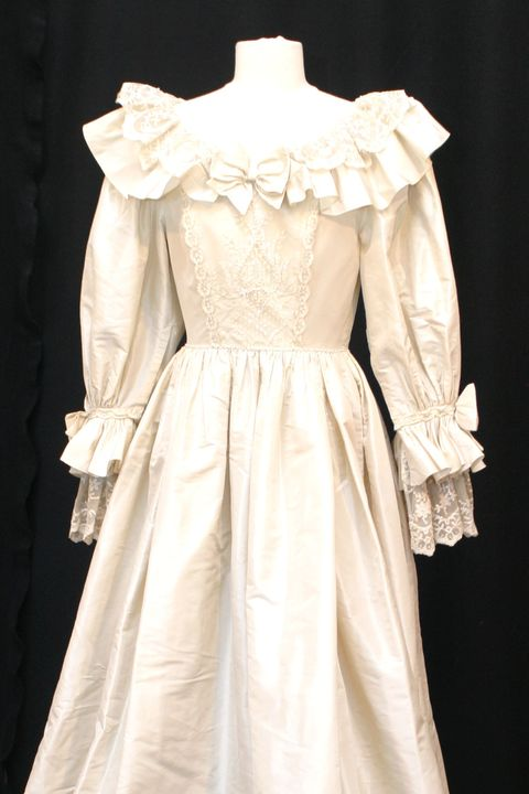 Gown, Clothing, Dress, White, Wedding dress, Shoulder, Bridal clothing, Fashion model, Bridal party dress, Victorian fashion,
