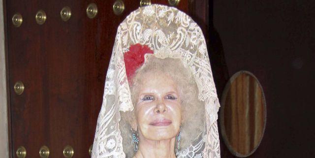 La duquesa de Alba recibe un emotivo homenaje con una muñeca