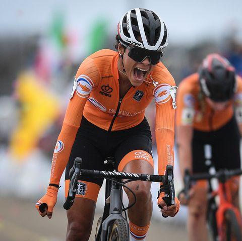 Ceylin del Carmen Alvarado wins the Cyclocross World Championships