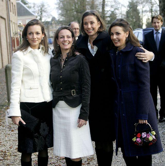dutch princesses visit royal wedding dress exhibition