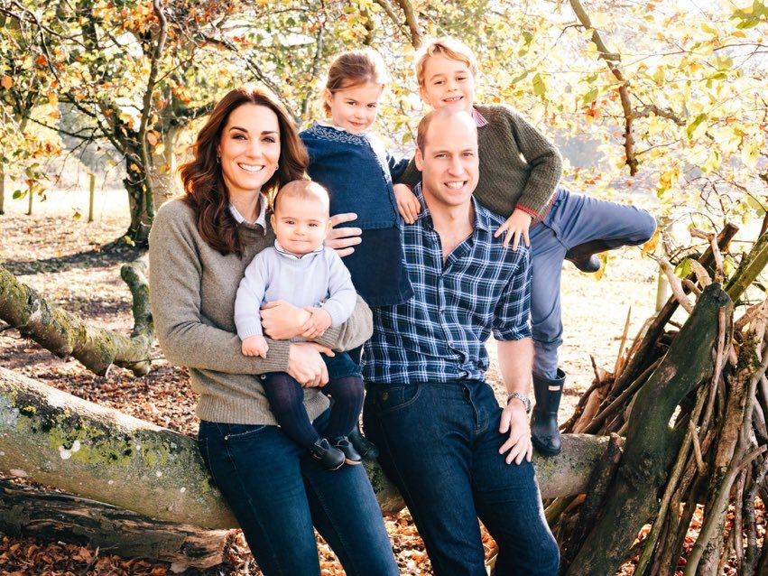 Prince George Stole The Show In The Royal Family Christmas Card Royal Family Holiday Greeting 2018