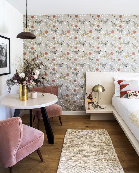Room, Interior design, Wall, Property, Wallpaper, Furniture, Floor, Living room, Yellow, Tile,