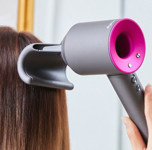 dyson吹風機推出「全新抗毛躁吹嘴」特殊防翹吹嘴讓頭髮更柔順有光澤