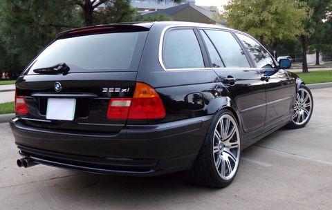 Land vehicle, Vehicle, Car, Alloy wheel, Bmw, Personal luxury car, Rim, Trunk, Automotive exterior, Wheel,