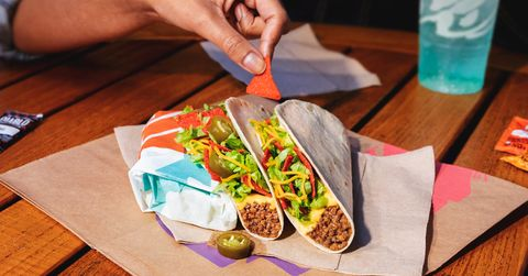 Taco Bell Christmas Eve.Taco Bell Is Adding A 1 Loaded Nacho Taco To The Menu New