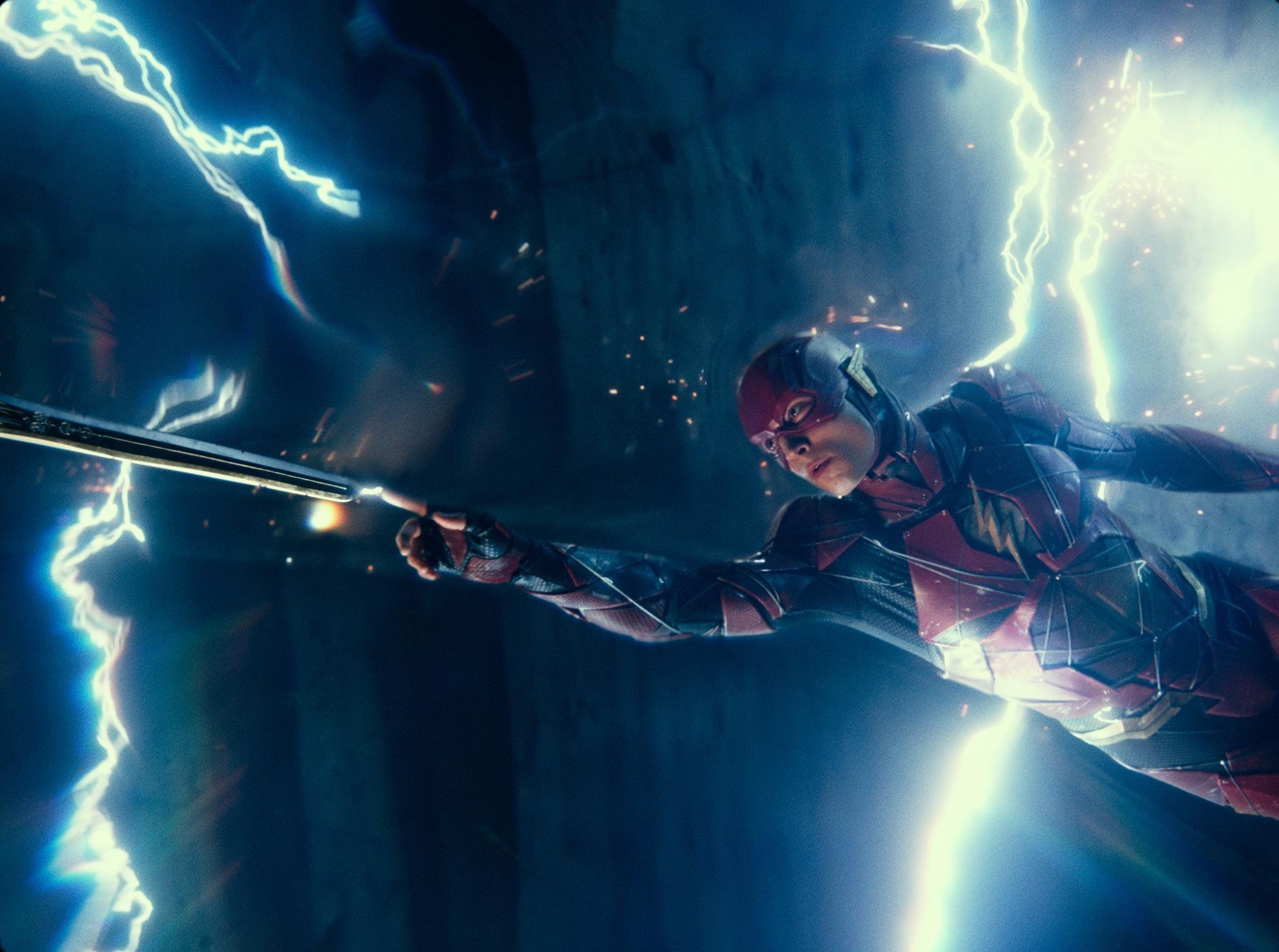 伊薩米勒不滿《閃電俠》劇本,決定自己來寫!若DC否決新劇本他將慘遭換角?