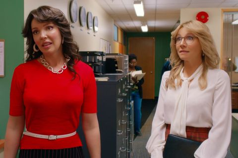 firefly lane l to r katherine heigl as tully and sarah chalke as kate in episode 101 of  firefly lane cr courtesy of netflix © 2020