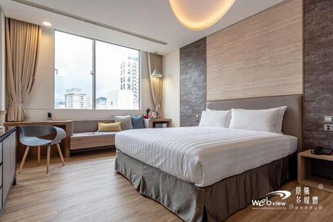 Bedroom, Furniture, Room, Bed, Property, Interior design, Wall, Bed frame, Floor, Bed sheet,