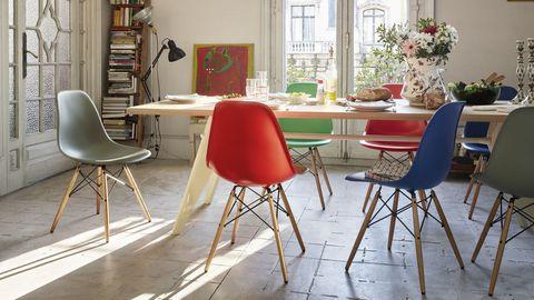 Sedia A Dondolo Vitra.Eames Plastic Chair La Sedia Che Ha Anticipato L Adattabilita
