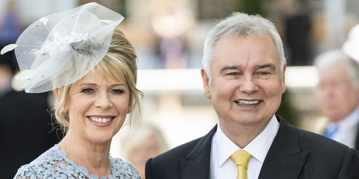 See Eamonn Holmes' and Ruth Langsford's amazing 10th wedding anniversary cake