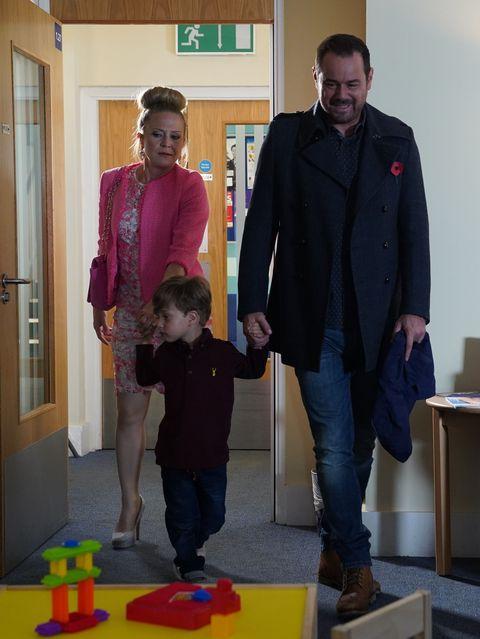 Linda, Mick and Ollie Carter in EastEnders