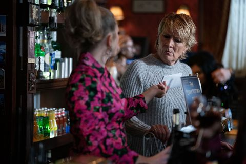 Linda and Shirley Carter in EastEnders