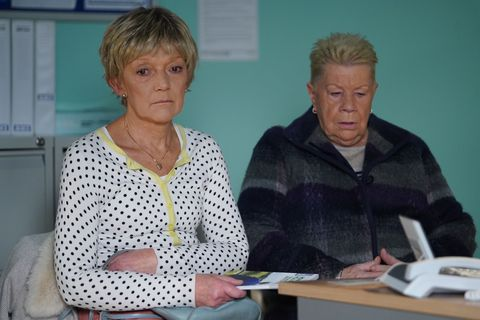 Mo Harris supports Jean Slater in EastEnders