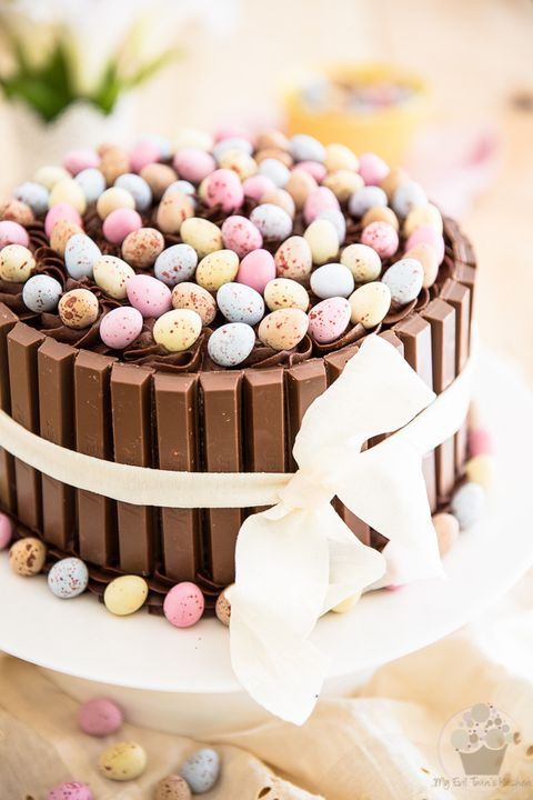 10 Easy Easter Cakes and Desserts for Fun & Spring. Simple recipe for Mom with Peanut Butter, Cadbury Eggs to make Bird Nests. Cake pops recipe, Easter treats, Cake pops ideas, Cake balls, Easter desserts, Easter cake ideas. Easter dessert for kids, Easter cake pops, Dump cake recipes. #easter #recipes #desserts #chocolate #eastercakes #easterrecipe #cakes #easterdessertforkids #easterdesserts #cadburryeggs #birdnests