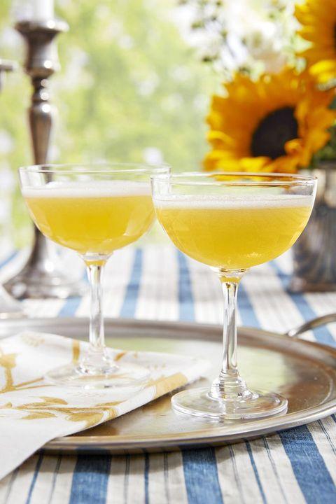 easter cocktails apricot sparkler