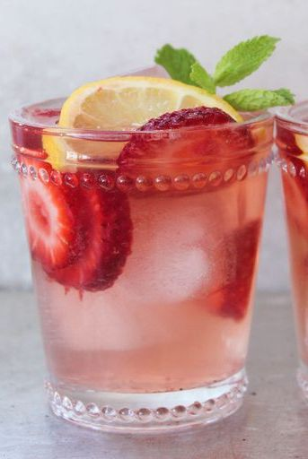 easter-cocktails-spiked-strawberry-lemonade