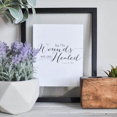 White, Lavender, Room, Rectangle, Font, Plant, Flowerpot, Flower, Picture frame, Calligraphy,