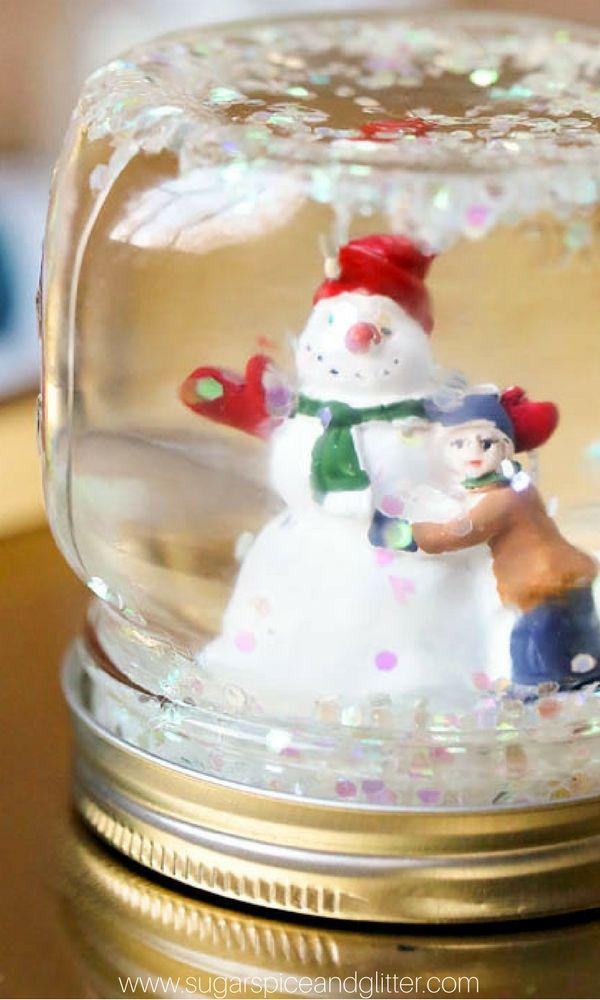 PERSONALISED TRADITIONAL CHILDRENS CHRISTMAS GIFT IDEA SANTA SNOW GLOBE ORNAMENT