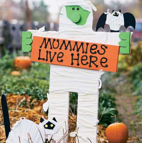 easy halloween decorations mummy yard sign