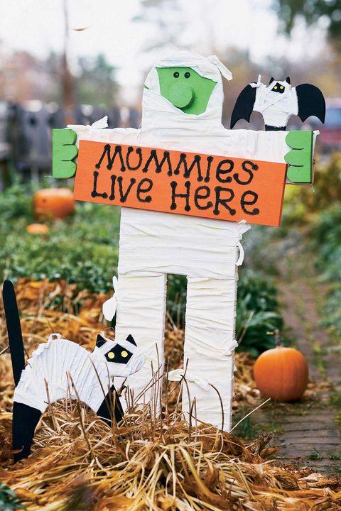 easy halloween decorations mummy yard sign